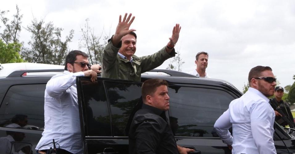 28.out.2018 - Jair Bolsonaro (PSL) vota em Deodoro, no Rio de Janeiro