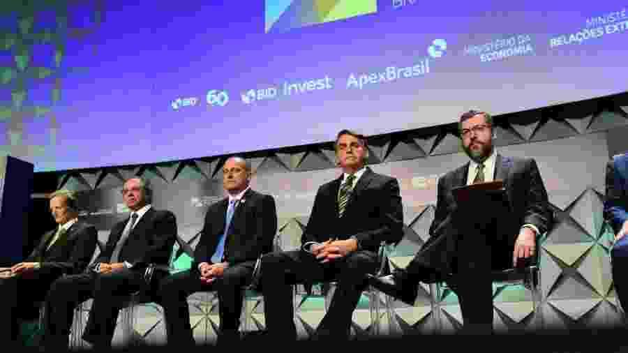 Jair Bolsonaro ao lado de ministros no Fórum de Investimentos Brasil - Divulgação