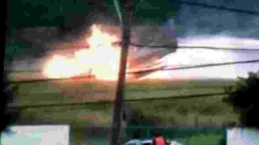 Caça naval AF-1 da Marinha brasileira sofreu um acidente em São Pedro da Aldeia (Região dos Lagos fluminense) - Reprodução/TV Globo