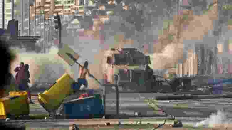 Manifestantes estão nas ruas desde o dia 18 de outubro - Getty Images - Getty Images