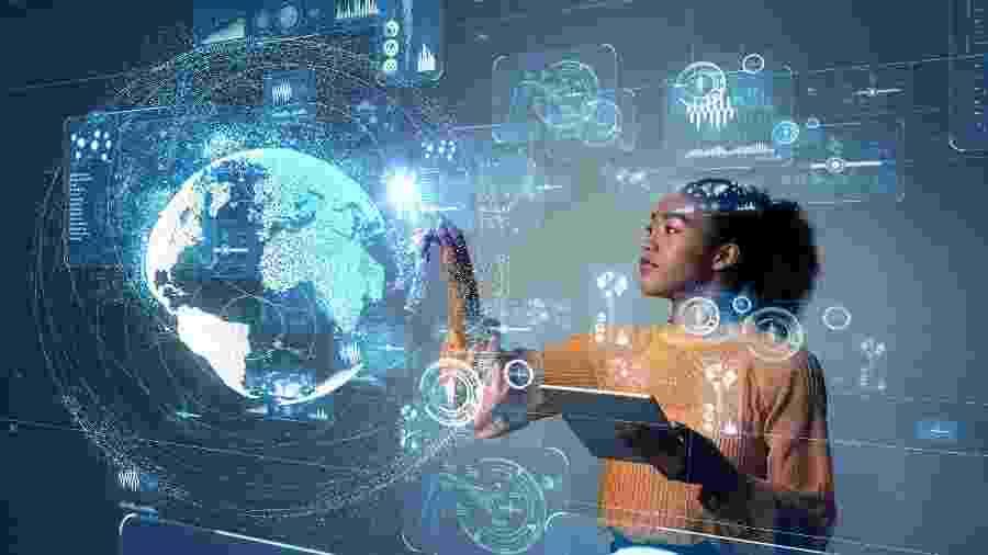 Segundo pesquisa, nos setores de tecnologia e gestão de negócios, proposta média de salário para mulheres é de R$ 5.531, enquanto para homens é de  R$ 6.829 - Getty Images/iStockphoto/metamorworks