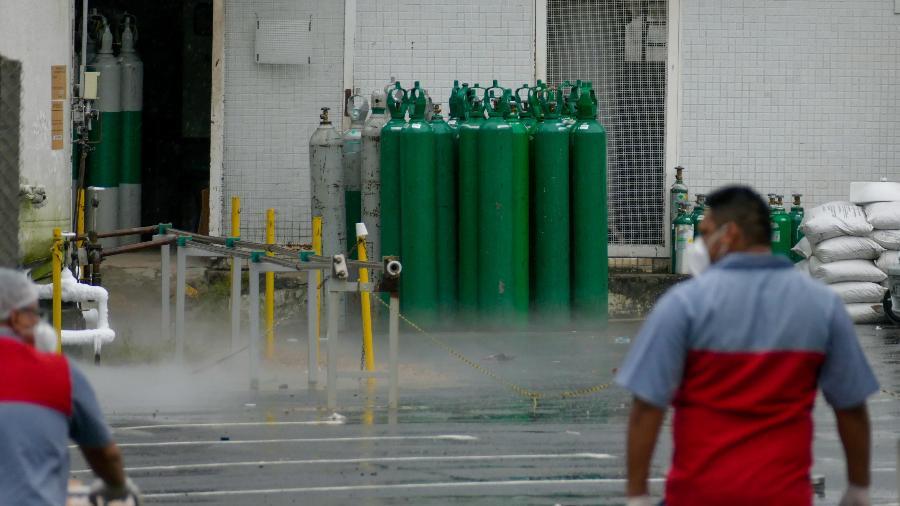 Carregamento de oxigênio vindo da Venezuela já cruzou a fronteira com o Brasil pelo estado de Roraima - SANDRO PEREIRA/ESTADÃO CONTEÚDO