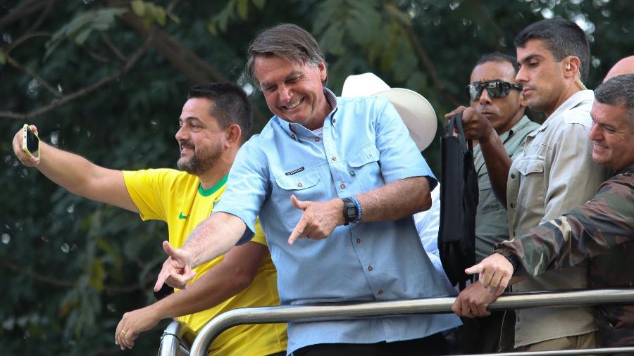 O presidente Jair Bolsonaro discursa em carro de som durante ato com pautas antidemocráticas na avenida Paulista - DEIVIDI CORREA/ESTADÃO CONTEÚDO