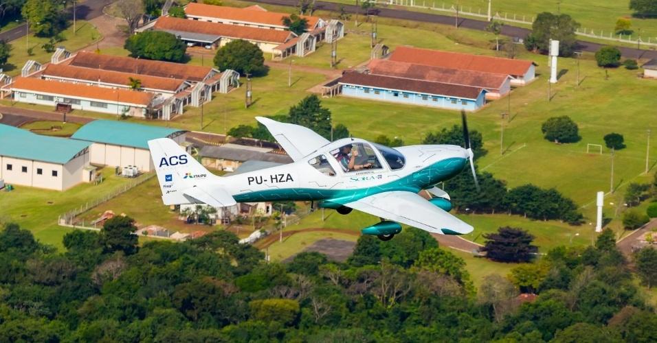 O Sora-e decolou exatamente às 14h28 (horário de Brasília) e sobrevoou o entorno do reservatório da usina Itaipu. Às 14h33, tocava novamente a pista do aeroporto, exatamente como previsto no plano de voo