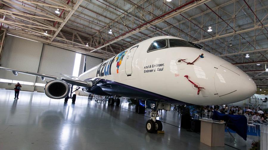 Cerimônia de entrega do 1.200° jato comercial da família dos E-Jets; a aeronave comemorativa foi recebida pela Azul Linhas Aéreas Brasileiras em cerimônia realizada na sede da empresa Embraer - Roosevelt Cássio/UOL
