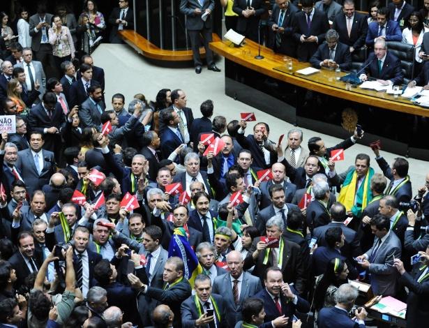 Câmara aprovou a criação da comissão de impeachment na quinta-feira (17)