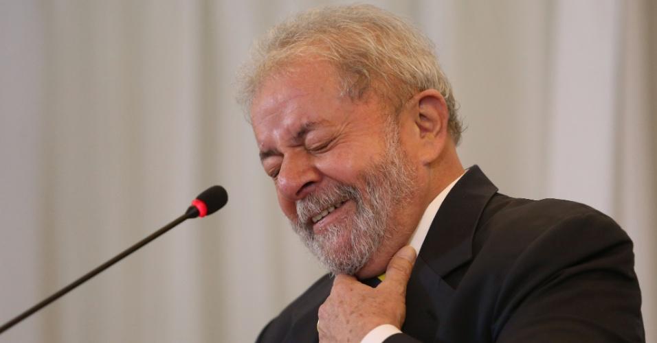28.mar.2016 - Luiz Inácio Lula da Silva dá entrevista para a mídia internacional em hotel de São Paulo. O ex-presidente criticou o pedido de impeachment contra a presidente Dilma Rousseff e disse que aceita participar das decisões do governo mesmo como conselheiro