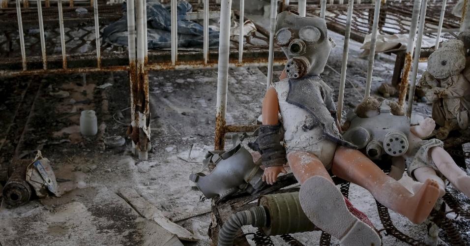 Além da cidade de Tchernóbil, Prypyat, perto da fronteira da Ucrânia com Belarus, virou uma cidade fantasma. O número de mortos do acidente nuclear continua a ser um mistério. Estudos científicos revelam que a população atingida pelos altos níveis de radiação sofre uma série de enfermidades. Além disso, os descendentes dos atingidos apresentam uma grande incidência de problemas congênitos e anomalias genéticas