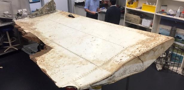 Destroço de avião encontrado na ilha de Pemba, na costa da Tanzânia, é examinado em Canberra, Austrália