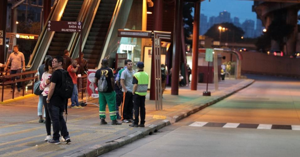 15.mar.2017 - A estação de ônibus João Dias, zona sul da cidade de São Paulo, amanheceu vazia nesta quarta-feira, 15. Diversas manifestações de movimentos populares e centrais sindicais estão previstas para este Dia Nacional de Paralisações