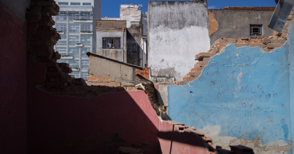 Após a demolição e a constatação de que três pessoas se feriram, a Defensoria Pública do Estado conseguiu liminar judicial