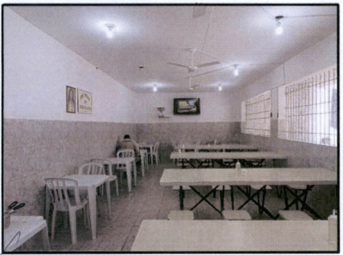 O espaço para refeitório é amplo e com a higiene em dia