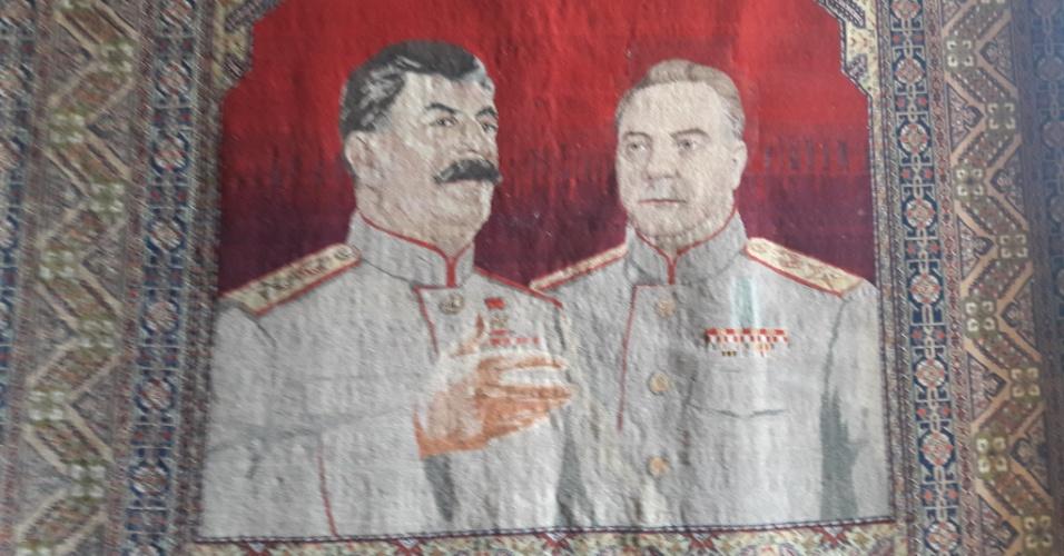 Tapeçaria com a imagem de Stalin