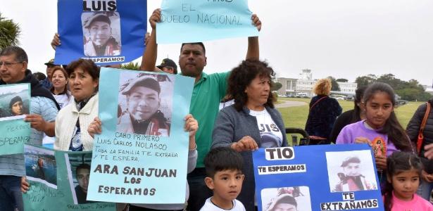 Familiares de Luis Carlos Nolasco, um dos 44 tripulantes do submarino argentino desaparecido