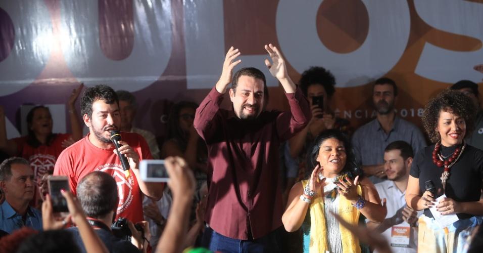 21.jul.2018 - O PSOL lançou oficialmente neste sábado Guilherme Boulos como candidato à Presidência.  Ao seu lado, a líder indígena Sônia Guajajara, que foi escolhida como vice da chapa que disputará as eleições 2018