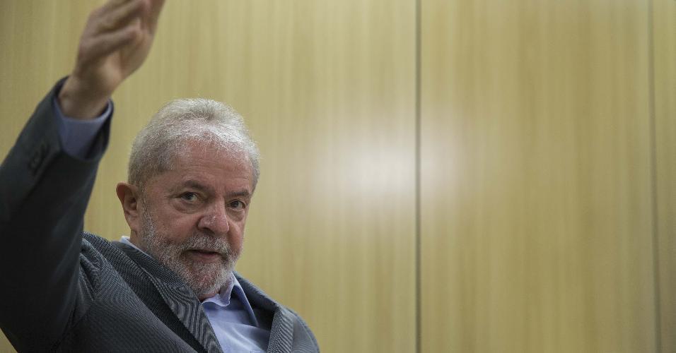 O ex-presidente Lula, em entrevista na Superintendência da Policia Federal, em Curitiba