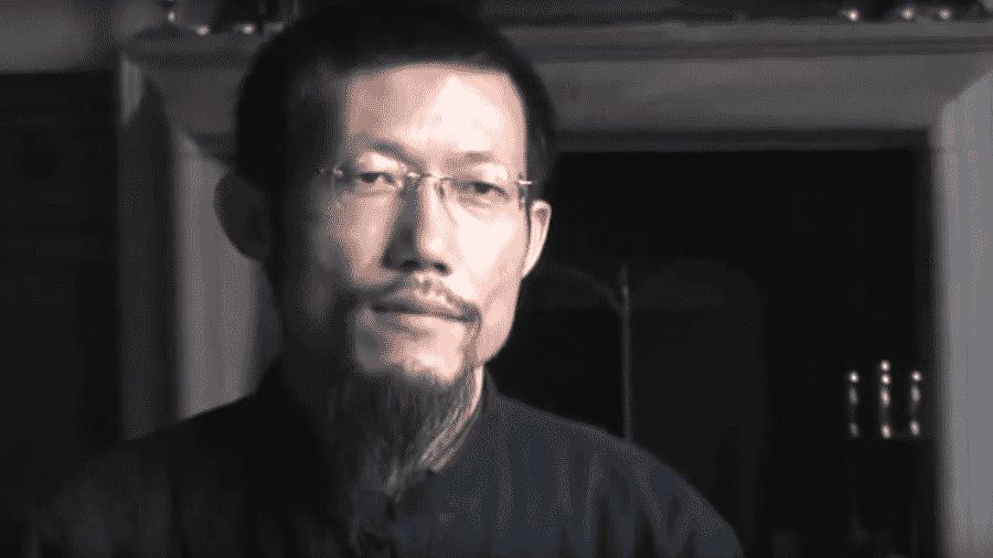 """Hong Chi Xiao é condenado a prisão após paciente morrer por causa da sua """"terapia de tapas"""" - Reprodução/Youtube"""