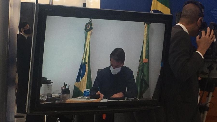 Bolsonaro participa de sanção do novo marco do saneamento básico por meio de videoconferência - Hanrrikson de Andrade/UOL