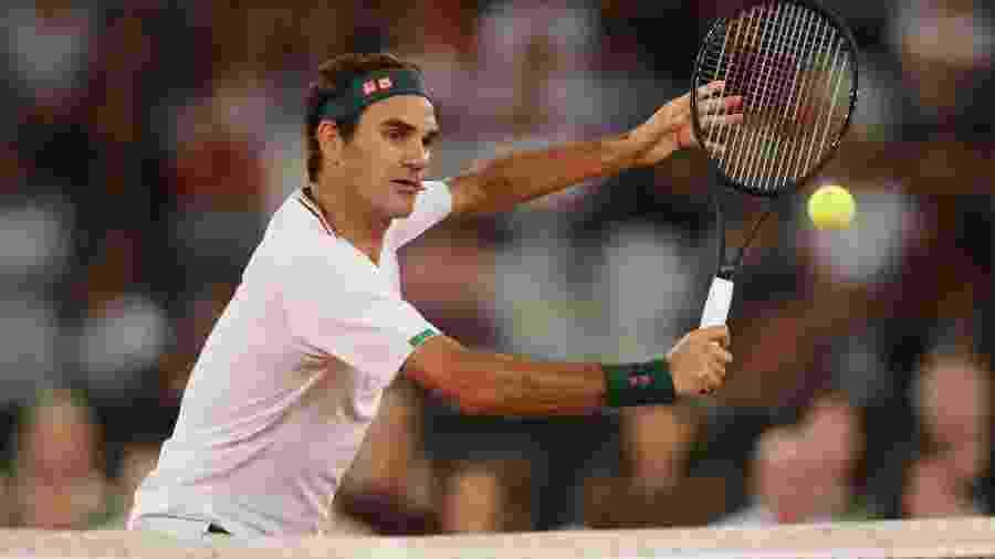 Roger Federer durante partida de exibição contra Rafael Nadal na Cidade do Cabo, na África do Sul -