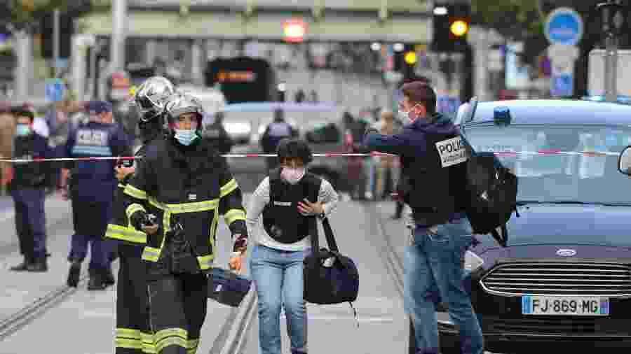 29.out.2020 - Autoridades trabalham no local onde ocorreu um ataque a faca em Nice, na França  - Valery Hache/AFP