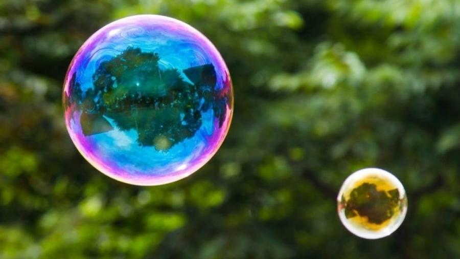 As bolhas de sabão fascinam por sua beleza e peculiaridade - Getty Images