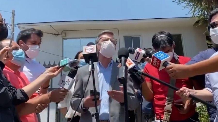 """Prefeito de Las Condes diz que caso é """"muito sério"""" em coletiva de imprensa - Reprodução/Twitter"""