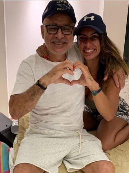 Queiroz publicou foto com Nathália, sua filha, no Instagram - Reprodução/Instagram