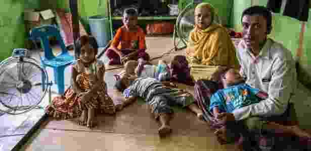 31.mai.2016 - Jamal Hossain com sua mulher, Sajidah, e os filhos; família saiu de Mianmar há um ano - Kemal Jufri/The New York Times - Kemal Jufri/The New York Times