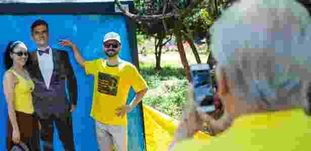 Participantes do ato posaram com uma foto de Sergio Moro em Belo Horizonte  - Moisés Silva/Estadão Conteúdo - Moisés Silva/Estadão Conteúdo