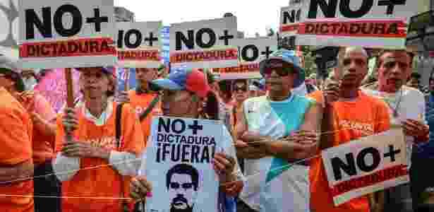 Oposicionistas protestam contra o governo Nicolás Maduro, em Caracas - Juan Barreto/AFP