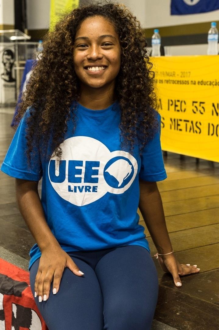 Stéphanie, que estuda educação física na Ulbra-RS, critica a falta de interesse dos brasileiros de qualquer idade pelo debate político
