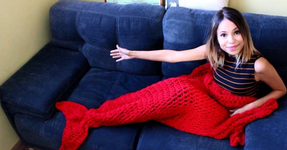 Marie Castro é formada em moda e começou a produz peças de tricô, inclusive as mantas no formato de cauda de sereia