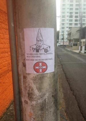 Cartaz mostra símbolo da Ku Klux Klan e faz ameaças ao advogado Marco Antonio André