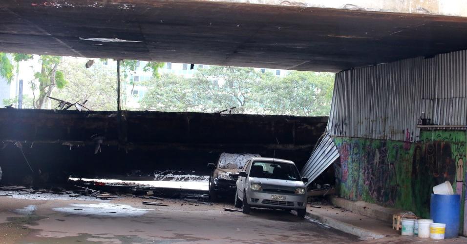 6.fev.2018 - O pedaço de um viaduto no Eixão Sul, na área central de Brasília (DF), desaba na manhã desta terça-feira (6) na altura da Galeria dos Estados, a menos de 1 km da Rodoviária do Plano Piloto. Segundo a Defesa Civil, não há informação sobre vítimas