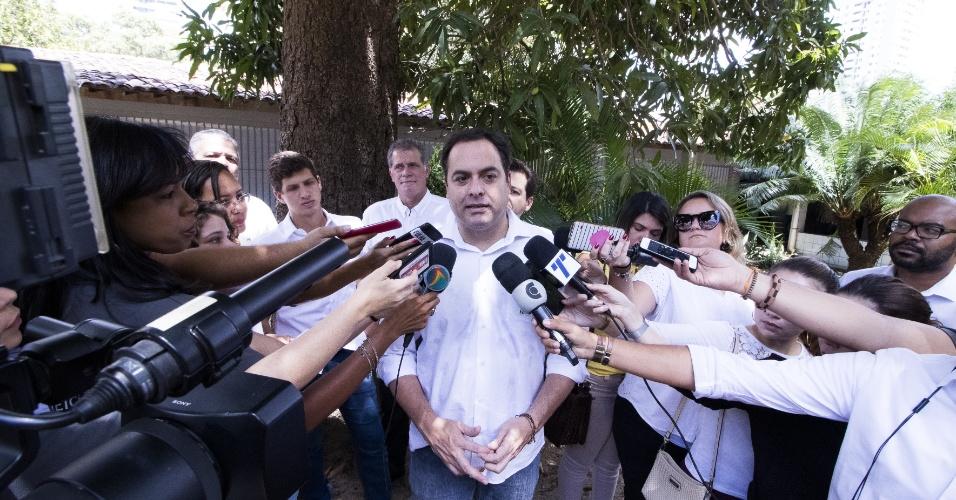 O Governador reeleito de Pernambuco Paulo Câmara vota e atende a imprensa no colégio eleitoral Cecosne - Centro de Educação Comunitária e Social do Nordeste