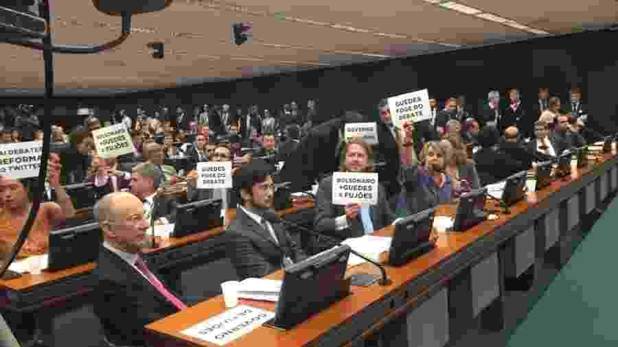 Deputados protestam contra ausência do ministro Paulo Guedes na CCJ - Tales Faria/UOL