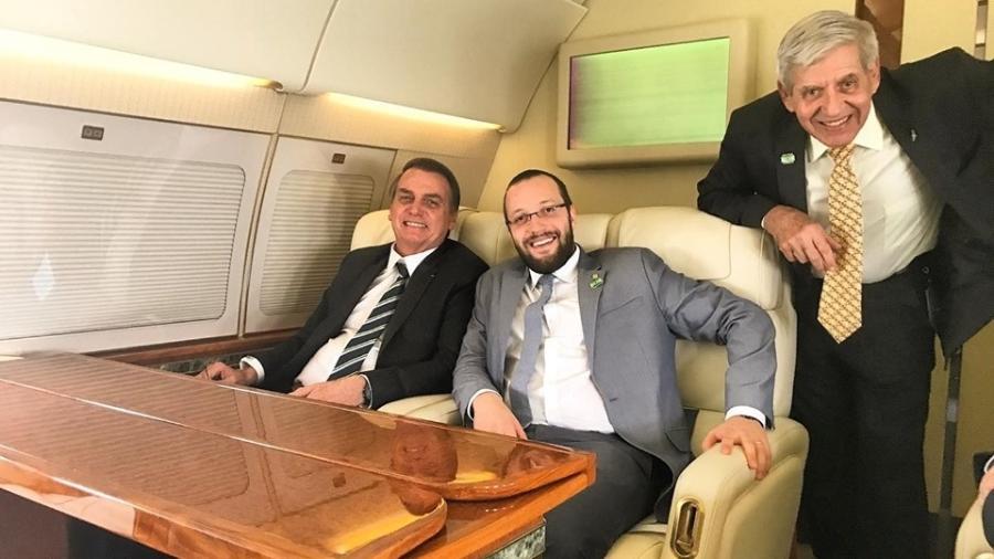 Presidente Jair Bolsonaro e o deputado federal Filipe Barros (PSL-PR), relator do projeto - Reprodução/Facebook