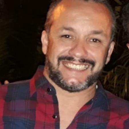 """O cinegrafista Mauro Sérgio Senhorães, 43, morto em decorrência da """"doença do pombo"""", em Santos  - Reprodução/Facebook"""