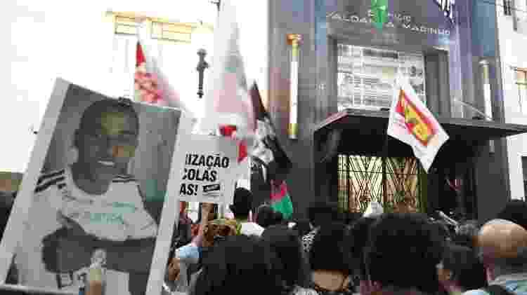 Protesto em frente à Secretaria da Segurança Pública pelos nove jovens mortos no Baile da DZ7, em Paraisópolis - Marcelo Oliveira/UOL - Marcelo Oliveira/UOL
