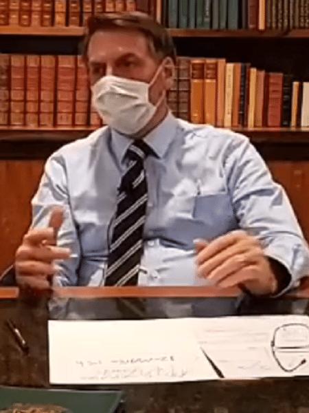 Resultado de imagem para bolsonaro de máscara