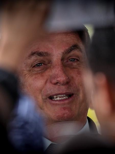 """Presidente Jair Bolsonaro conversa com seus apoiadores no """"cercadinho"""" do Palácio da Alvorada - Gabriela Biló/Estadão Conteúdo"""