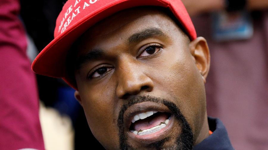Kanye West fez um comício ontem, na Carolina do Sul; marca do cantor tem parceria com a GAP e com a Adidas - Reprodução
