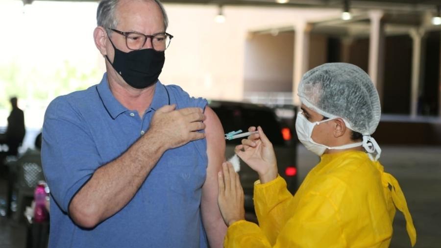 Ciro Gomes foi imunizado com a segunda dose da vacina contra a covid-19 ontem, no Ceará - Reprodução / Twitter
