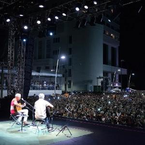 Caetano e Gil se apresentaram em show gratuito no Farol da Barra, em Salvador