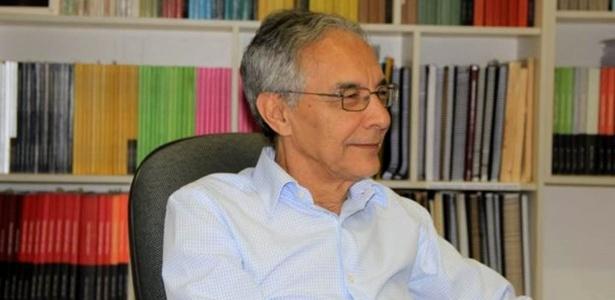 """Jairnilson Paim é autor do livro """"O que é o SUS""""  - Divulgação"""
