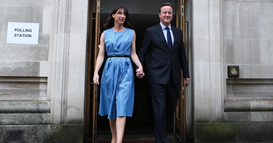 23.jun.2016 - O premiê britânico, David Cameron, e sua muler, Samantha, deixam seção eleitoral após votarem no referendo sobre a permanência do Reino Unido na União Europeia, em Londres