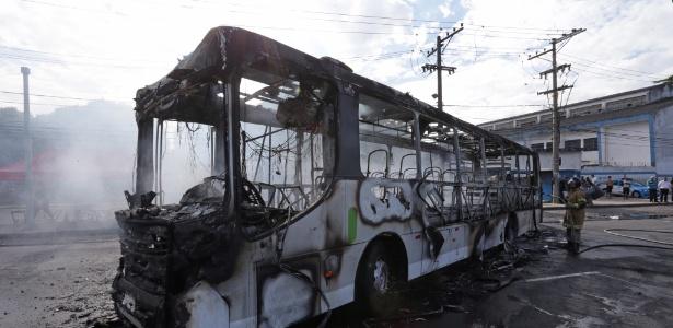 O protesto ocorreu em represália a remoções na favela Vila Joaniza, vizinha ao local - Agência O Globo/Márcio Alves