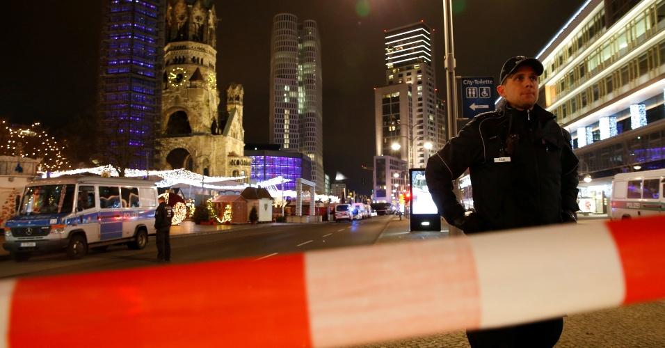 19.dez.2016 - Polícia isola área de ataque no oeste de Berlim, Alemanha