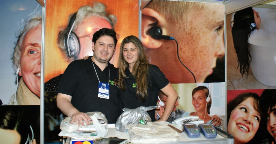 Marco Giroto e sua mulher, Vanessa Ban, fundadores da SuperGeeks, tiveram uma empresa de áudio livros