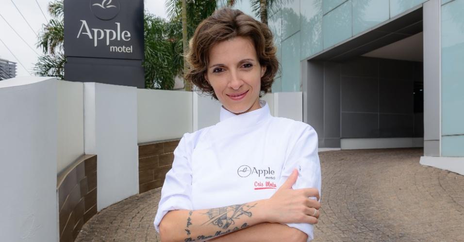 Cris Mota, vencedora da versão brasileira de Hell's Kitchen ? Cozinha Sob Pressão, exibido pelo SBT em 2016, elaborou o cardápio do Apple Motel, em São Paulo, para a ação Chefs no Motel, realizada de 10 de abril a 10 de maio